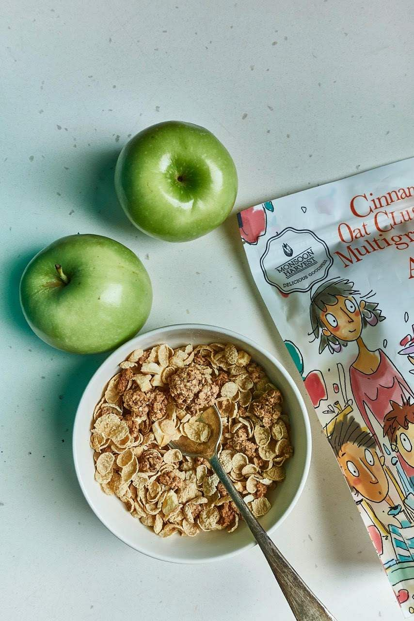 Oat clusters & Multigrain flakes with Apple