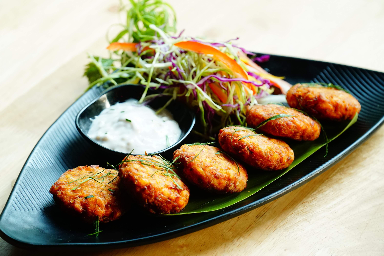 Review: Five Mad Men Restaurant in Kolkata | Sporty Theme