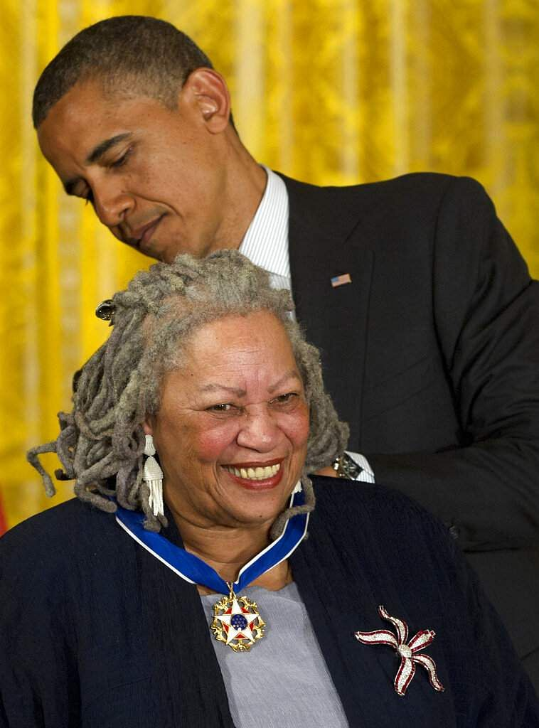 Toni Morrison receives her Medal of Freedom