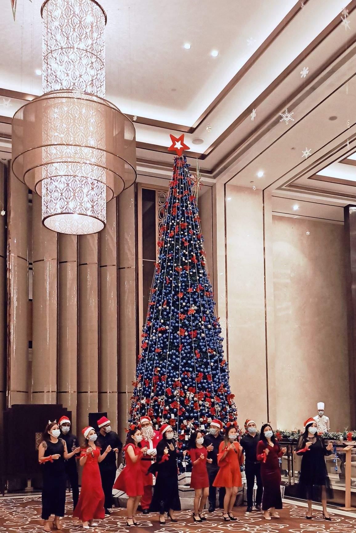 Christmas tree at Shangri-La Hotel, Bengaluru