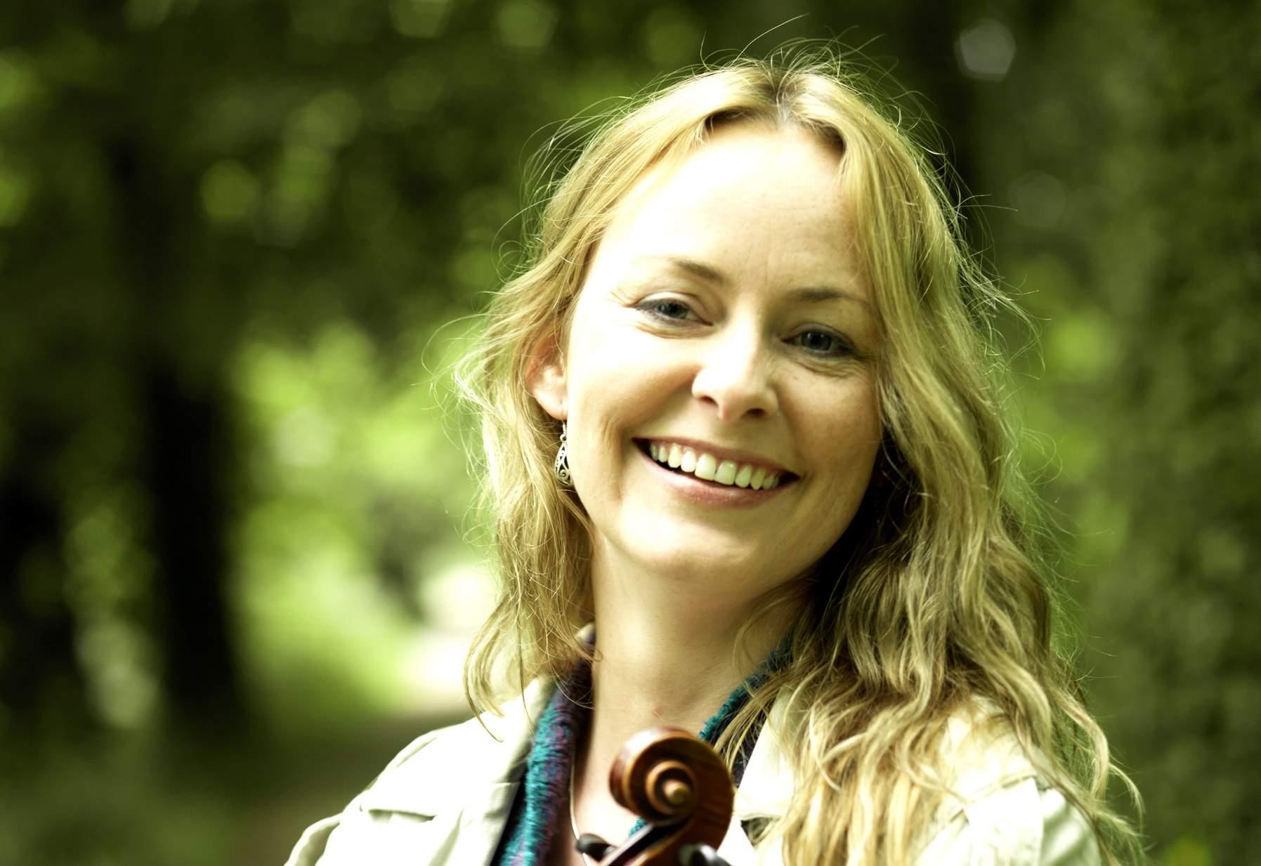 Niamh Ní Charra