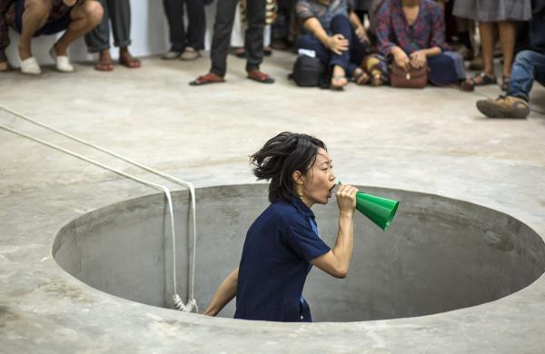 aki_sasamoto_performance_Random_Memo_Random_at_TKM_Warehouse,Mattancherry_(2)