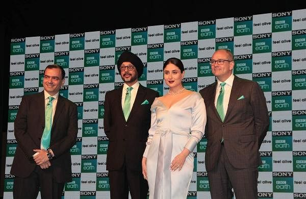 (L-R)Saurabh Yagnik, NP Singh, Kareena Kapoor Khan and Paul Dempsey