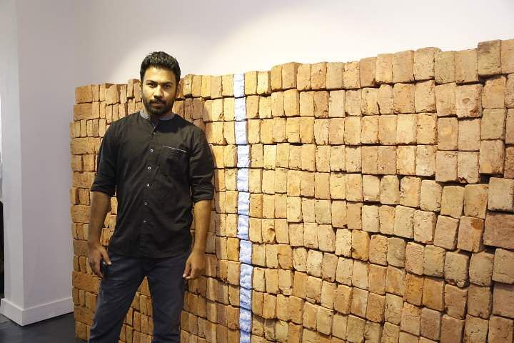 Sitaram_Swain_with_his_art_work_2