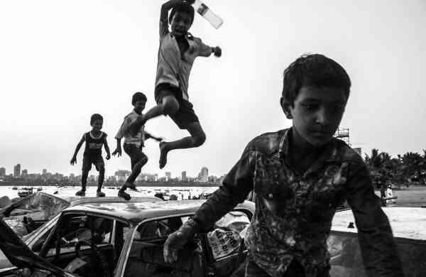 Reckless Kids, the award winning photograph by Nikunj Rathod