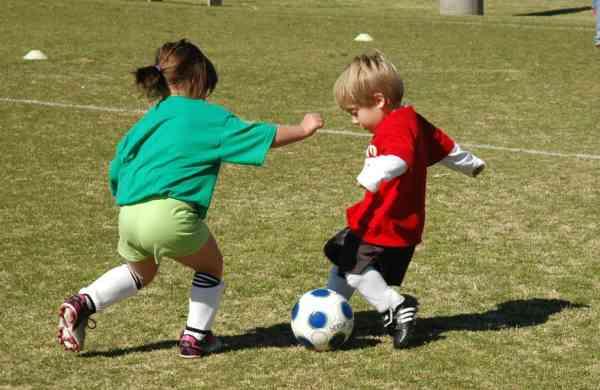 Kids_playing_soccer