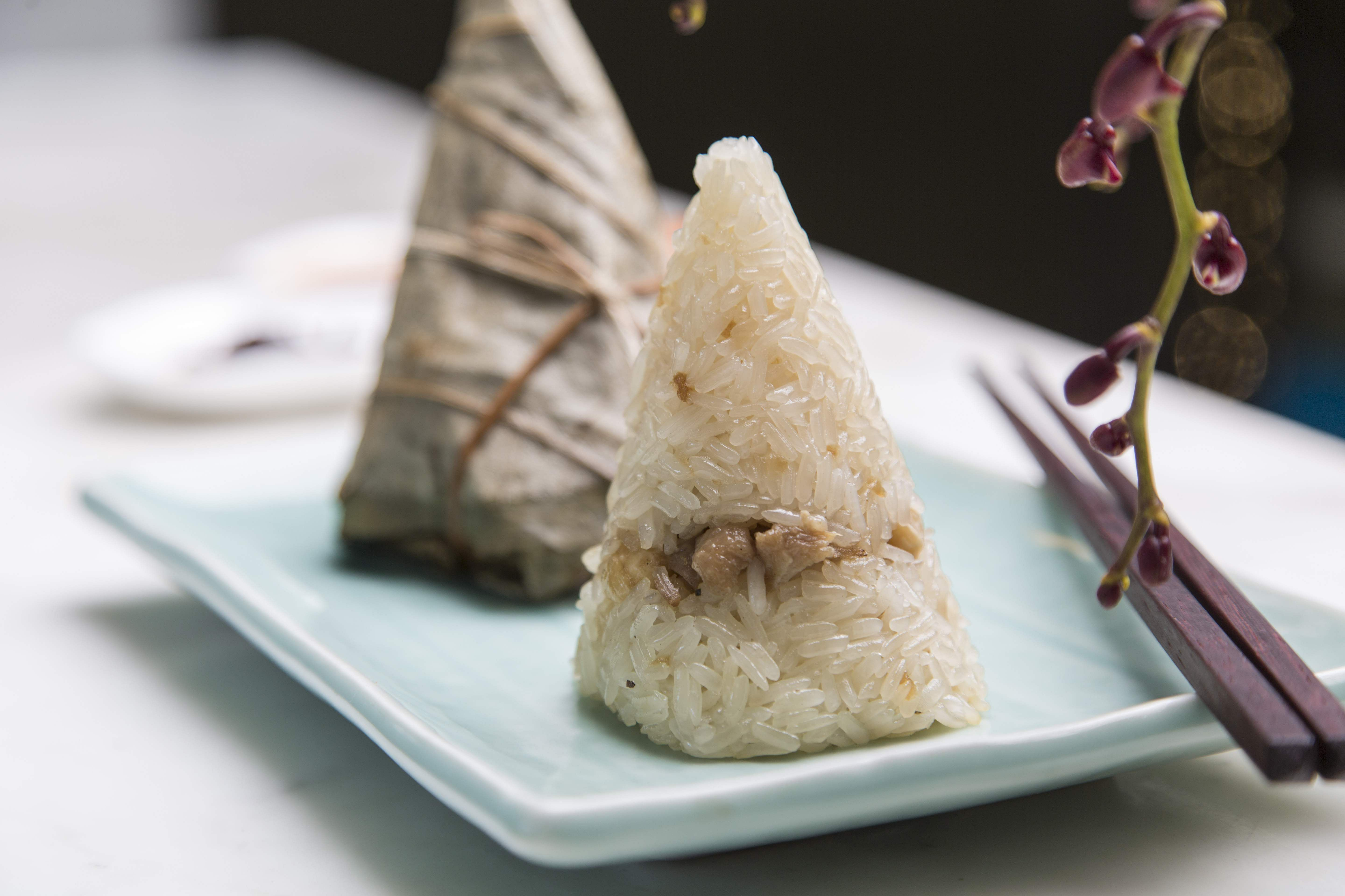 Chicken_and_prawn_sticky_rice_in_lotus_leaf_at_Yauatchas_Dragon_Boat_Festival