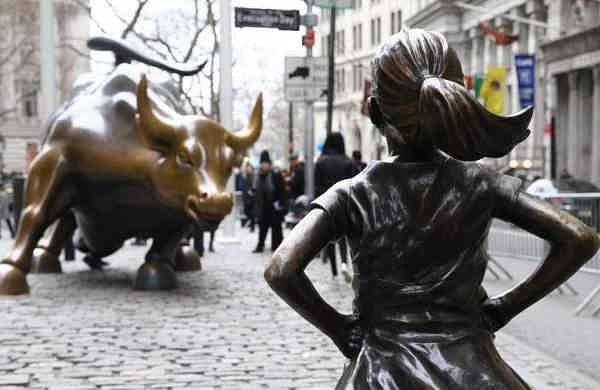 The Fearless Girl and the bull on Wall Street