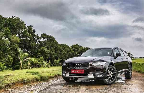 Volvo_V90_Cross_Country_(2)