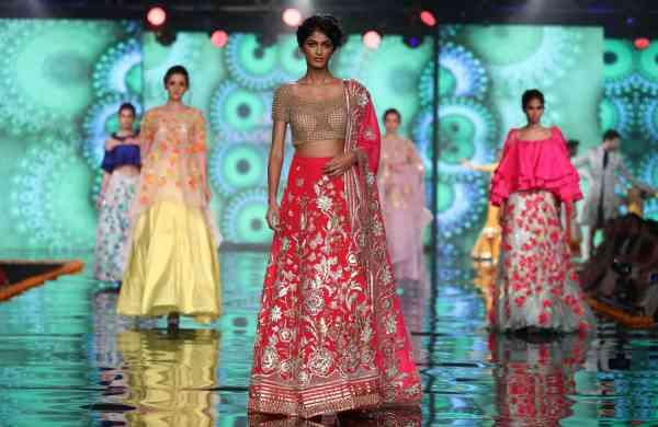 Model_in_Abu_Jani_Sandeep_Khosla_for_Shaadi_By_Marriot_(5)