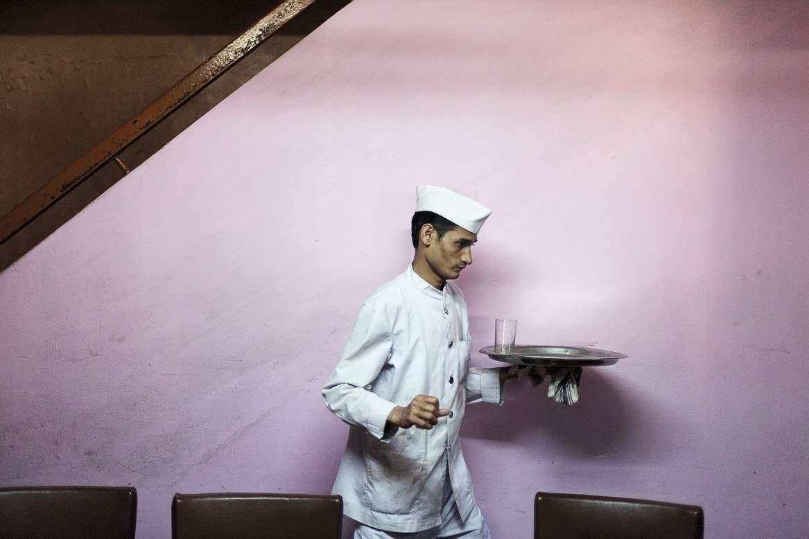 ©Stuart Freedman, Indian Coffee House, Chandigarh, 2013; courtesy Tasveer