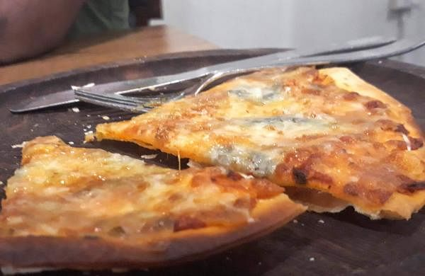 four_cheese_pizza