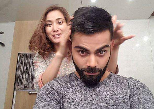 Virat Kohli getting his hair styled by celebrity hairstylist Apeni George in 2016.