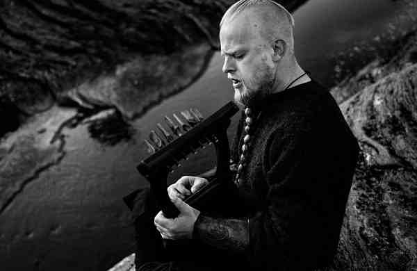 Einar Selvik playing Kravik Lyre