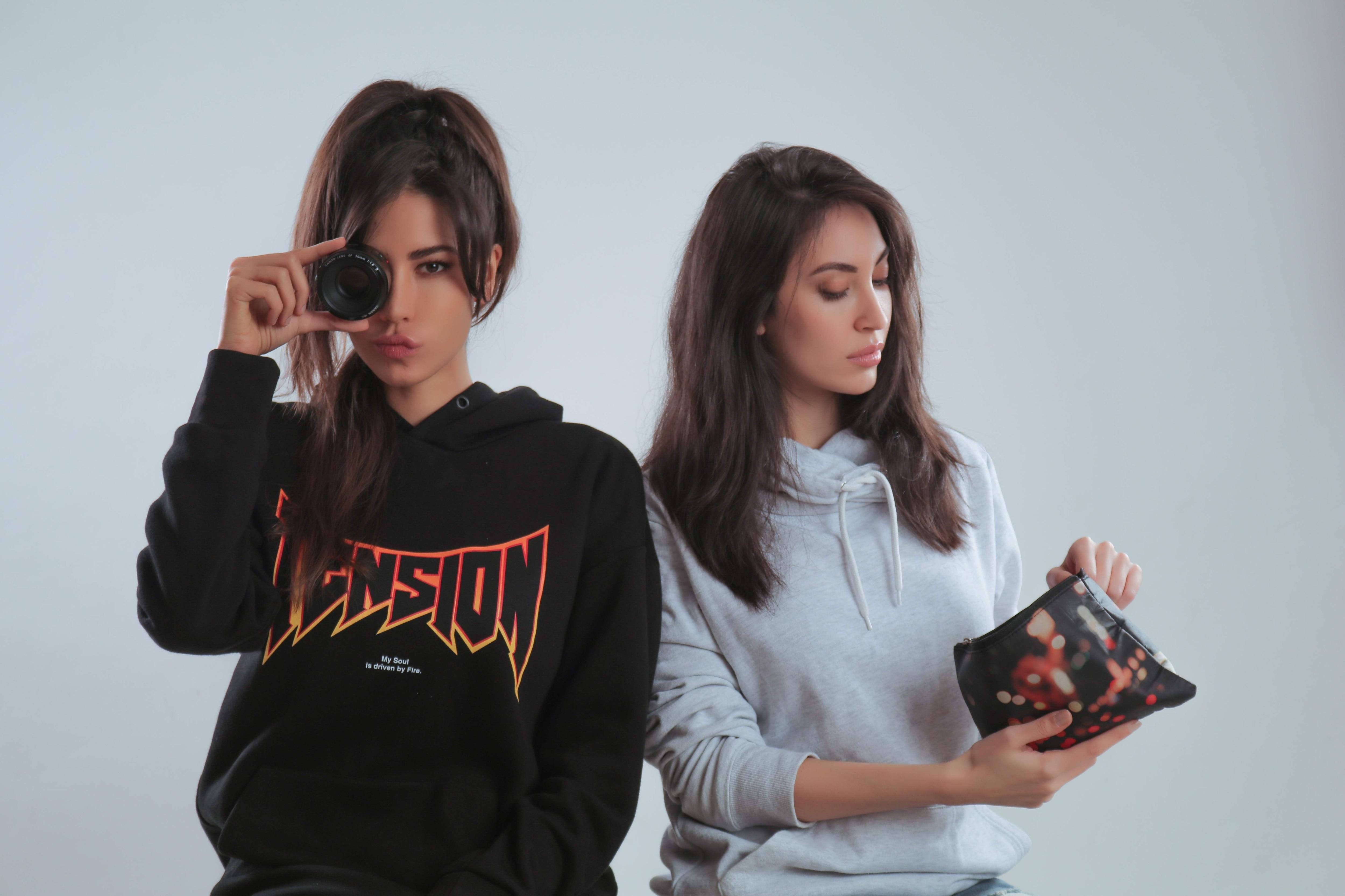 Nina & Malika