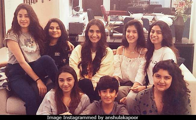 Janhvi Kapoor gets back to work post demise of Sridevi