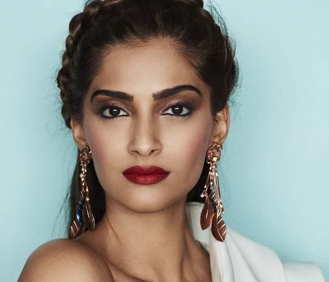 L'Oréal_Paris_brand_ambassador_Sonam_Kapoor_(3)