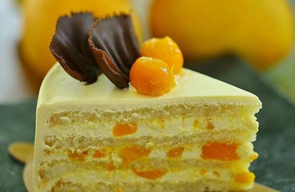 Mango pastry