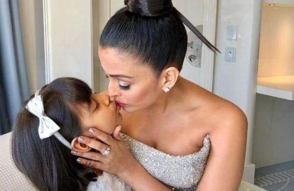 Aishwarya Rai Bachchan kissing her daughter Aaaradhya