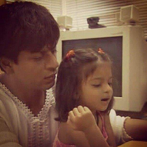 Tiny Suhana Khan playing with dad Shah Rukh Khan