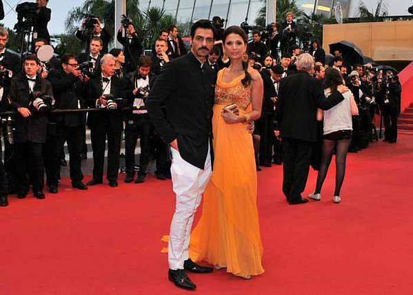 Arjun Rampal and Mehr Jessia at the red carpet