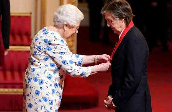 Paul McCartney and Queen Elizabeth