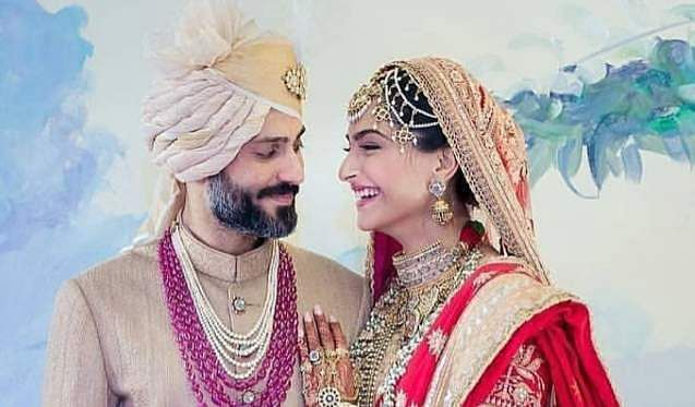 Anand Ahuja and Sonam Kapoor are all smiles on their wedding day