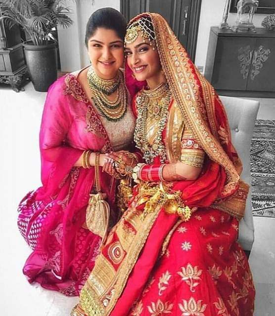 Pretty cousins Anushala Kapoor and Sonam Kapoor pose for a picture