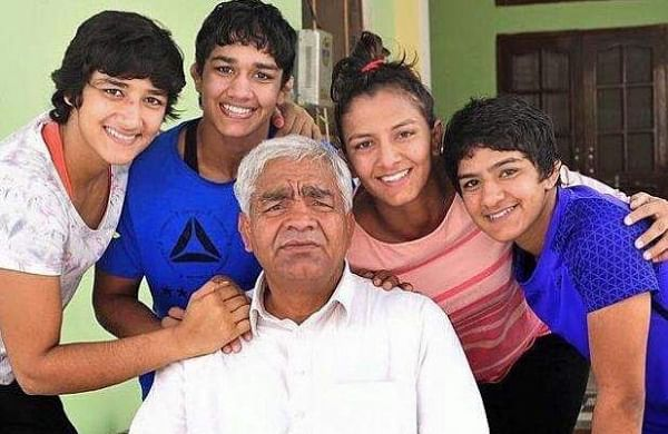 Mahavir Phogat Dangal Family Photo