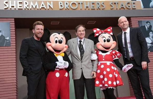 Ewan_McGregor,_Mickey_Mouse,_Richard_M