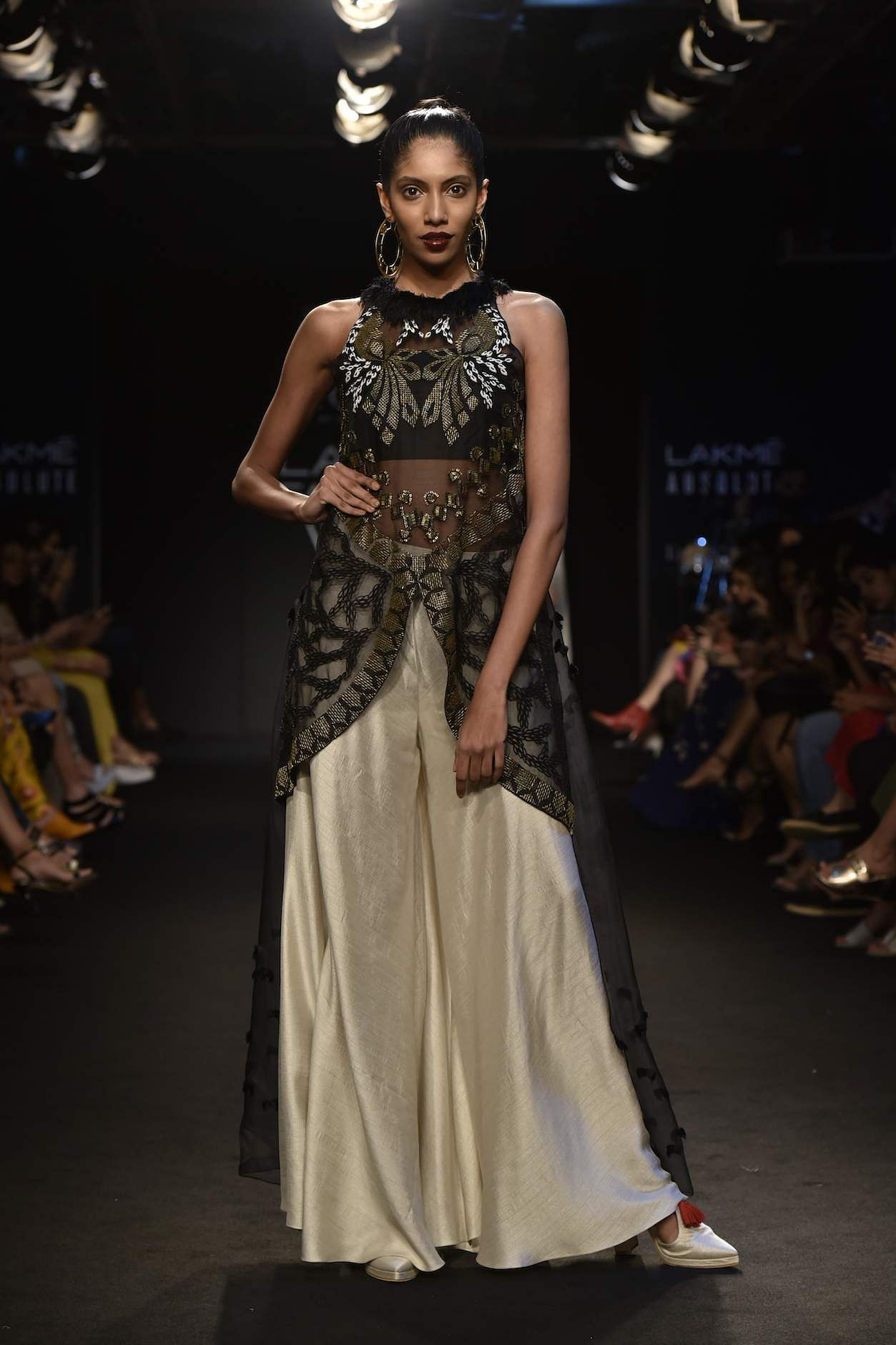 Agami_By_Neha_Agarwal_Pushtaini_LFW18_(6)