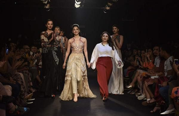 Neha_Agarwal_with_her_Showstopper_Kiara_Advani_LFW18_(1)