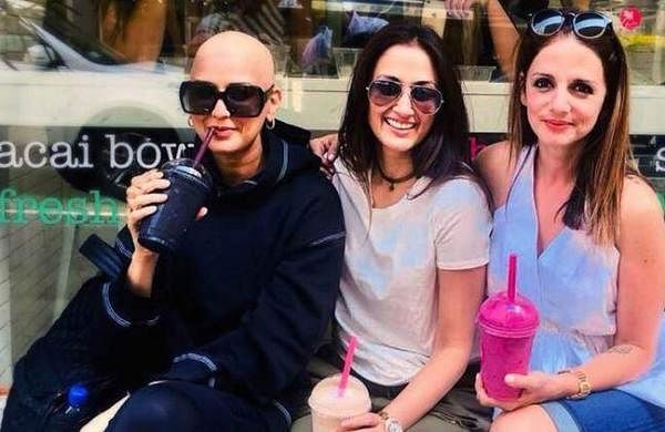 Sonali Bendre shares picture with a fully shaved head, poses with Sussanne Khan andGayatri Oberoi onFriendship Day