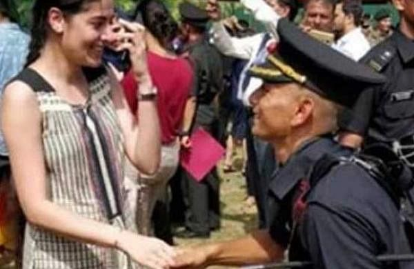 Indian Army officer proposal Chennai latest photo