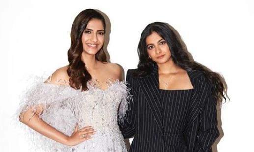 Sonam_Kapoor_and_Rhea_Kapoor