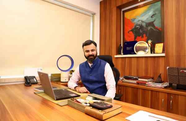 Vineet J Mehra