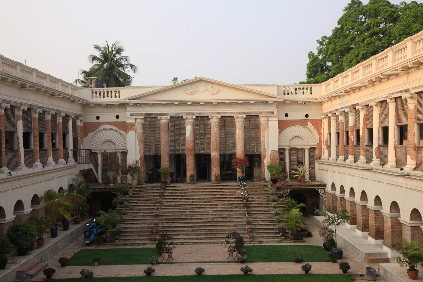 The Rajbari, Bawali: An extraordinary architectural masterpiece on the outskirts of Kolkata in the 24 Parganas region. (Image source: Rare India)