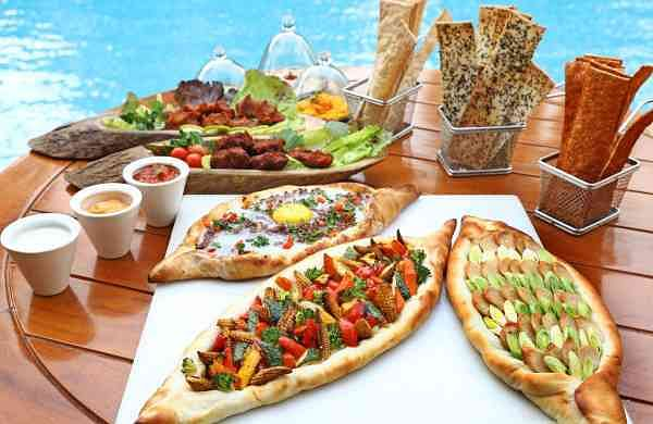 Turkish_Mezze_with_Sesame_and_Paprika_Lavash,_Turkish_Pide_and_Çiğ_köfte