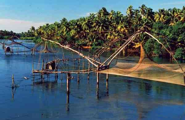 Chinese_fishing_nets_at_Kumbalangi_133
