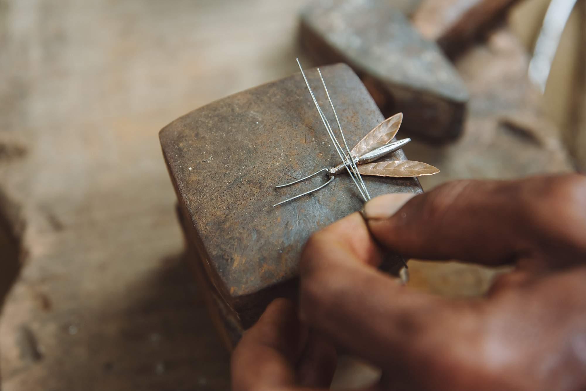 Miniature_Metal_Craft_Miniature_metallic_animals_and_insects,_made_by_Rajasthans_Gadiya_Lohar_community