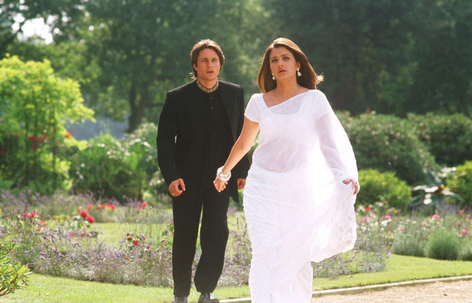 Aishwarya Rai and Martin Henderson in unremarkable Bollywood picture, Bride and Prejudice