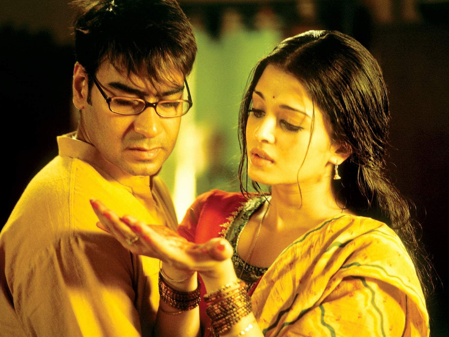 Ajay Devgn and Aishwarya Rai in  Rituparno Ghosh's Indian drama Raincoat