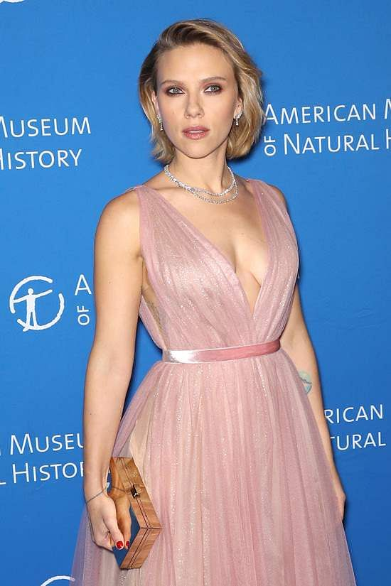 Scarlett Johansson in a pastel pink  J Mendel gown at the American Museum Natural History 2018 Gala