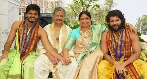 Vijay Deverakonda with his family