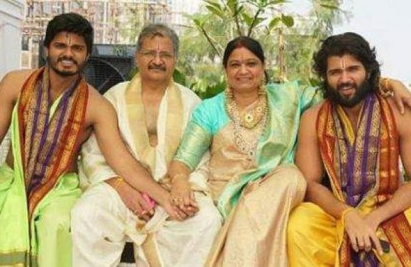 Vijay Deverakonda with his family