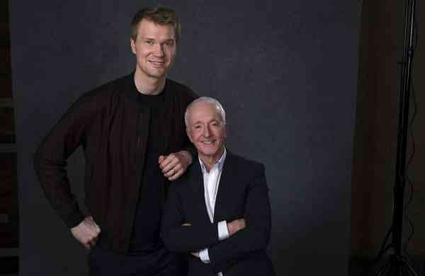 Joonas Suotamo & Anthony Daniels (AP Photo/Chris Pizzello)