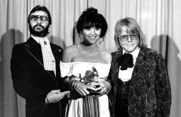 Linda Ronstadt flanked by Ringo Starr and Paul Williams (AP Photo)
