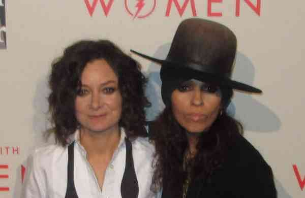 Sara Gilbert and Linda Perry (2014, source internet)