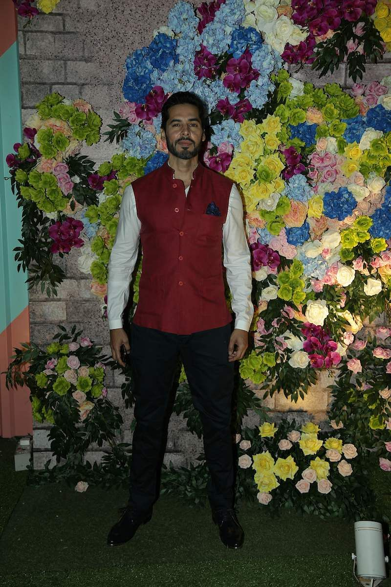 Dino_Morea_spotted_at_LFW_2019