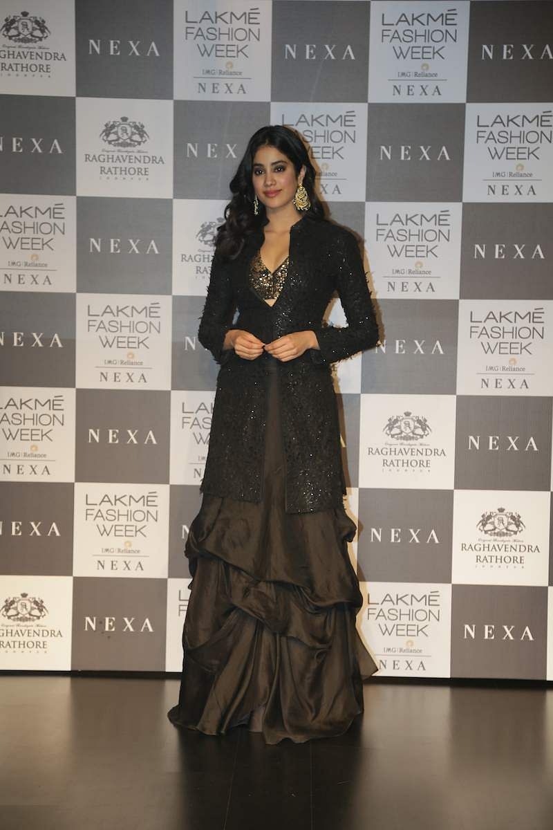 Janhvi_Kapoor_spotted_at_LFW_2019